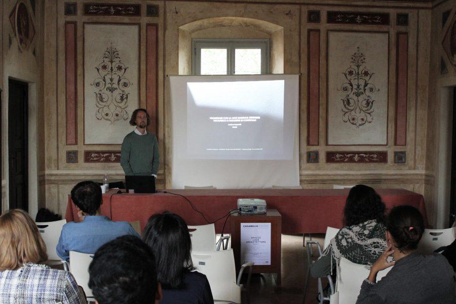 """lezione """"Progettare con la luce naturale"""" con Andrea Impavidi  di Velux"""